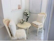 アイラッシュサロン ブラン カフーナ旭橋店(Eyelash Salon Blanc)の雰囲気(白を基調にした明るくて清潔な店内です。)
