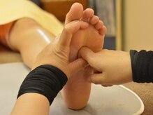 女性専門ケア整体 やすらぎの雰囲気(足裏の反射区をぐぐっと刺激して内臓機能にも働きかけます!)