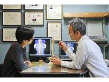 富崎カイロプラクティックオフィスの雰囲気(姿勢や温度を検査・分析し、歪みをくまなくチェックします。)