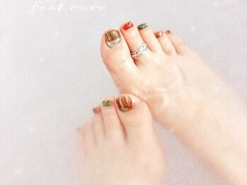 プルトワ(pourtoi)の写真/足元まで手を抜かないアナタに。角質ケアで乾燥したかかともツルツルふわふわ★ネイルとセットで綺麗に♪