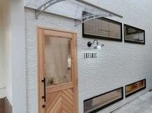 アンフィニック バイ ミソノ(INFINIC by misono)/ヘリンボーンが特徴の入り口