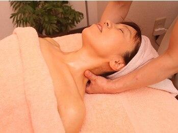 アロマエステアンドリラクゼーション 月香の写真/【首が自由に、軽くなる感じ♪】しっかりほぐれて楽になるのはもちろん、気持ちよさも味わえて頭痛も楽に!