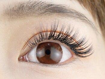 アイラッシュサロン ナチュレ 鶴瀬店(NATURE)の写真/【鶴瀬駅徒歩30秒】ボリュームを出しつつ自然で可愛いぱっちり瞳を実感!どこから見ても美しい目元へ♪