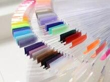 カラー100色以上・ラメ100色以上・パーツ500種類以上をご用意◎