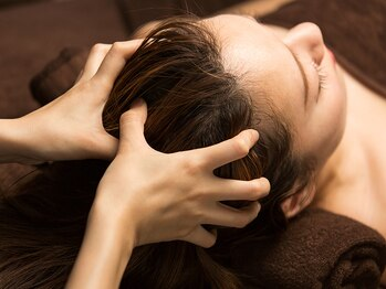 ヒーリス デットクス サロン(Healiss detox salon)の写真/現代人の脳ストレス、脳疲労のためのヘッドマッサージ、ゆっくりと深く深部へ届く心地よい圧で、頭痛も解消