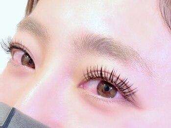 リリィ アイラッシュ(li'li'i eyelash)の写真/【最新特許技術★アジャストリフトテクニック導入】根元からより自然な立ち上げを演出!上品な目元に♪