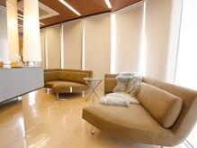 ヴォンリュクス(Von Luxe)の雰囲気(ゆったりとしたソファーで心ゆくまでお過ごしくださいませ♪)
