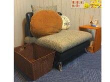 ボディケア リラクゼーションマーノ(MANO)の雰囲気(一人掛けソファが落ち着く◎一人で貸切できる贅沢個室♪)