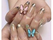 キラキラで可愛いガラスフレンチ☆今大人気の蝶々パーツ♪