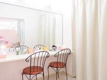 ルボヌールアンドセイフティ(Le Bonheur)の雰囲気(カーテン付きのパウダールーム。施術後のメイクもゆっくりと♪)