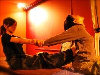 タイ古式マッサージアンドカフェ ワイルーム 静岡(wairoom)の写真/スタッフ8名在籍♪【タイ古式マッサ-ジ95分(本日のドリンク&デザ-ト付)¥7500】が大人気!施術者は女性です★