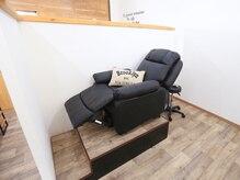アイラッシュサロン ソル(SOL)の雰囲気(フカフカのリクライニングソファーでゆったりお過ごしください。)