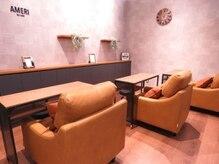 アメリ バイ リュクス(AMERI by Luxe)の雰囲気(ソファーでゆったり座り、ネイルさせていただきます♪)