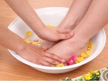 美筋フェイシャル専門サロン カイオナ(KAIONA)/足湯で温めます♪