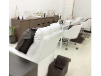 ナチュラル ネイルサロンアンドアカデミー(natural nail salon & academy)(三重県鈴鹿市)