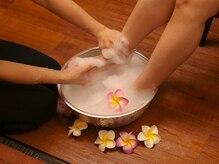 バーンハナ あべのand店(Baan Hana)の雰囲気(ミネラルバスパウダーを使用した足浴で足元を芯から温めます♪)