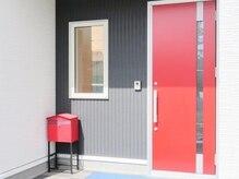 Nail Salon Lien.の入口です*赤い扉が目印☆