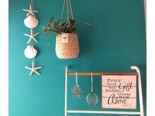 アトリエ コウ(atelier KOU)の雰囲気(ティファニーブルーの明るい玄関でお客様をお出迎え♪)