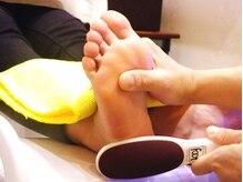 【足のセラピスト】足と足爪のお悩みをトータルで解決します!!