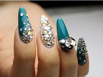 アフローディア ネイル(aphloadia nail)の写真/トレンドを取り入れたハイセンスなデザイン性が大人気♪250色以上のカラーからお好みに合わせてチョイス♪