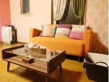 カラフルな家具が可愛いお部屋が心くすぐる待合席★