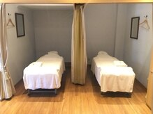 ラフィネ 浅草雷門店の雰囲気(仕切りのカーテンを開ければ、ペアでの施術も受けられます♪)