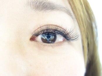 マリナ アイラッシュ(MARINA EYELASH)の写真/当店大人気!ボリュームラッシュ3Dで大人女性の目元を華やかに♪目の周りの悩みこそマツエクで解消!