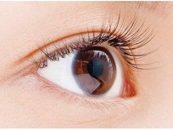 ルフレ アイラッシュ(Reflet eyelash)の写真/1人1人に合わせた女性らしい目元のデザインを提供♪ナチュラルに目をパッチリ大きく魅せます☆