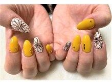 ネイルサロン マジックティンク(Magic Tink)/黄色にお花アートのネイル♪