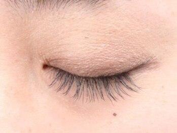 ロコネイル(LOCO NAIL)の写真/≪国産グルー使用☆≫自まつ毛が伸びたような自然な仕上がりが定評!!上質なエクステで、品のある瞳に♪
