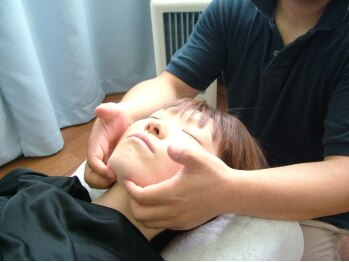 くわはら整体院の写真/お手頃に身体・お顔の歪みが改善できる【小顔調整】が◎!!顎のラインが変わりキュッとリフトアップ♪