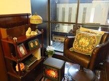 ネイルサロン アシュルアンドリバティー(ashur&liberty)の雰囲気(かわいいアンティーク家具に囲まれた空間♪)