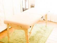 腰痛専門整体院スパイン(SPiNE)の雰囲気(温かい日が差し込む落ちついた店内、リラックスできます。)