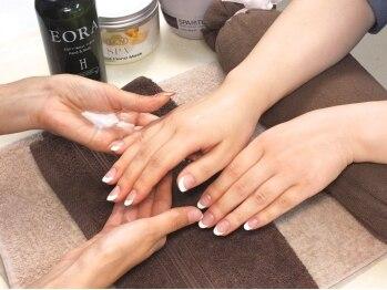 ネイルサロン マリア(nail salon Maria)の写真/【ハンドケアコース¥3300】爪周りのお手入れからマッサージまで徹底ケアでしっとり美しい手元へ導きます♪