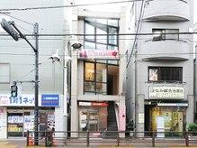 上板橋駅徒歩2分♪こちらの建物3F!ピンクの看板が目印です。