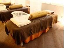 あしカラダ 大井町店の雰囲気(清潔感のあるベッドで施術を行い、疲れたお体をしっかり癒します)