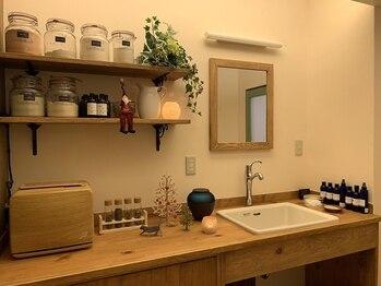 ブレインヘルスケアオリーブ(Brain health care Olive)/施術ルームの棚です。