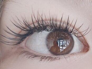 ラグゼ(luxxe)の写真/大人気の【ダブルフラットラッシュ】でボリュームのある魅力的な目元に♪ふわっと軽い仕上がりでモチも◎