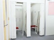 更衣室(鍵の掛かるロッカー完備)のご用意あります。