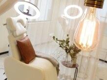 サロンドプリト(salon de pulito)の雰囲気(窓からの日差しもたっぷり、明るい清潔な施術スペース)