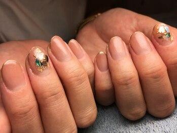 ネイルズ ラ ブリーサ(nails La Brisa)/【シェル×シアー系グラデ】