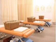 大川カイロプラクティックセンター いけがみ整体院の雰囲気(施術室はベッド4台。ご夫婦、友人、お子様連れも大歓迎!)