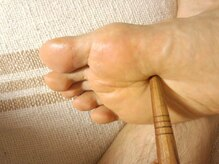 アールエスティ(Relaxation Este R.S.T )の雰囲気(棒を使っての本気の足もみ☆痛い足つぼをどうぞ!!)