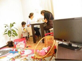ラフズネイル(Rafs Nail)の写真/完全個室☆キッズスペース有!お子様連れママさん大歓迎♪子育てもオシャレも両方楽しみたい方に大人気!!