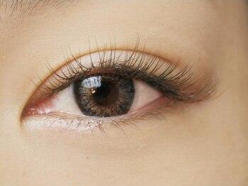 アイラッシュ サロン ジェニック(eyelash salon GENIC)の写真/≪全26色*フルカラー・MIXもOK≫人気のフラットラッシュから新色♪【ブラウンフラットラッシュ120本¥5500】