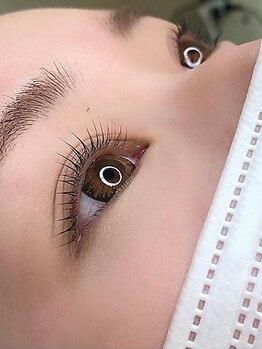 """パーミル ヘアアンドアイ(permille hair&eye by Laugh-La)の写真/SNSで話題の次世代まつげパーマ""""バービーラッシュリフト""""!施術後のエクステもOK!下がりまつげの方にも◎"""