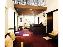 メディカルエステ ヴィナール(VINAR)/受付 待合室の空間です。