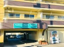 ジルモア(Jil Moa)の雰囲気(お店の駐車場入口です。その先が駐車場となっております。)