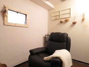 """シェリ(Cheri)の写真/完全個室◎広々貸し切り空間でゆったり施術♪癒されながらナチュラルでも""""魅せる""""目元を叶えます♪"""