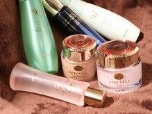 リッチな美肌成分が凝縮された、ノエビアの基礎化粧品を使用。